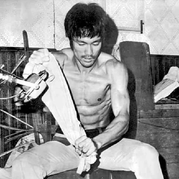 bruce lee abs six pack routine