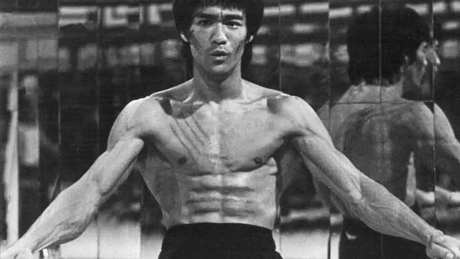 Bruce Lee flexing lats from Enter the Dragon