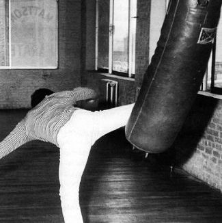 Bruce Lee workout kicking heavy bag